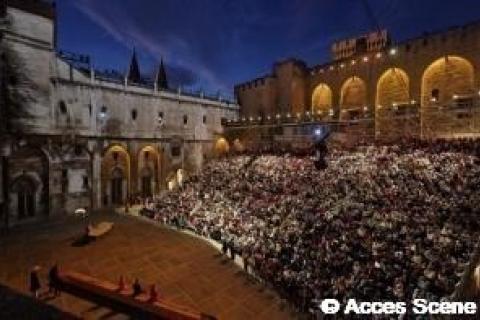 Montage de gradins Festival d'Avignon